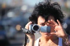 Retrato de la muchacha con el videocámera en la carretera Imágenes de archivo libres de regalías