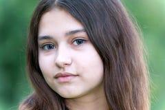Retrato de la muchacha con las lentes azules en ojos Fotos de archivo libres de regalías