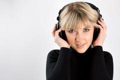 Retrato de la muchacha con los auriculares Fotos de archivo