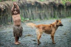 Retrato de la muchacha con un perro Fotografía de archivo