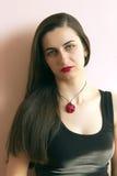 Retrato de una muchacha con los labios rojos Fotografía de archivo