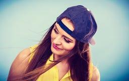 Retrato de la muchacha de moda alegre Foto de archivo