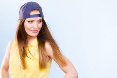 Retrato de la muchacha de moda alegre Fotos de archivo