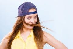 Retrato de la muchacha de moda alegre Fotografía de archivo