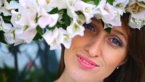 Retrato de la muchacha de ojos azules almacen de metraje de vídeo