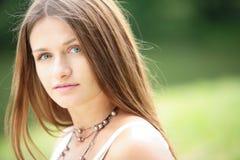Retrato de la muchacha de ojos verdes Fotografía de archivo