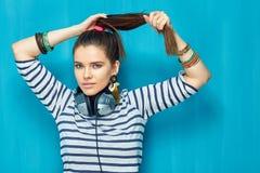 retrato de la muchacha del adolescente con el peinado de la cola Imagen de archivo libre de regalías