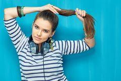 retrato de la muchacha del adolescente con el peinado de la cola Fotografía de archivo