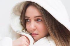 Retrato de la muchacha del adolescente con fiebre Fotografía de archivo