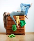 Retrato de la muchacha del adolescente en casa Fotografía de archivo