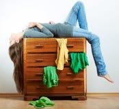 Retrato de la muchacha del adolescente en casa. Imágenes de archivo libres de regalías