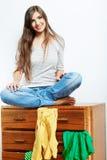 Retrato de la muchacha del adolescente en casa Imágenes de archivo libres de regalías