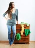 Retrato de la muchacha del adolescente en casa Imagen de archivo libre de regalías