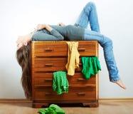 Retrato de la muchacha del adolescente en casa Foto de archivo libre de regalías