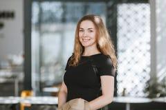 Retrato de la muchacha del negocio imagen de archivo