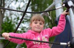 Retrato de la muchacha del niño en patio Imagen de archivo libre de regalías