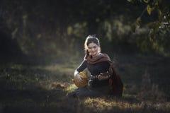 Retrato de la muchacha del país adentro al aire libre Foto de archivo