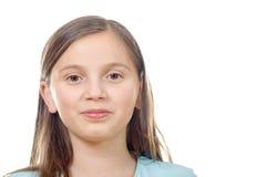 Retrato de la muchacha del preadolescente aislado en un fondo blanco Fotos de archivo libres de regalías
