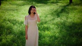 Retrato de la muchacha del verano almacen de video