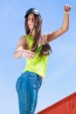 Retrato de la muchacha despreocupada del adolescente al aire libre Fotografía de archivo libre de regalías