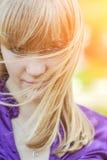 Retrato de la muchacha en alineada amarilla fotografía de archivo libre de regalías
