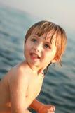 Retrato de la muchacha en el mar Foto de archivo