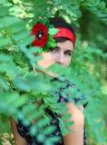 Retrato de la muchacha en hojas Fotografía de archivo
