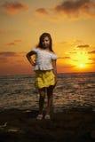 Retrato de la muchacha en la puesta del sol Fotografía de archivo libre de regalías