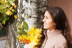 Retrato de la muchacha en otoño Fotografía de archivo libre de regalías