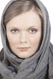 Retrato de la muchacha en pañuelo fotografía de archivo