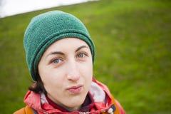 Retrato de la muchacha en sombrero Imagenes de archivo