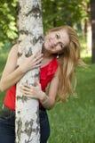 Retrato de la muchacha en una blusa roja Imagen de archivo libre de regalías