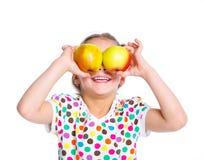 Retrato de la muchacha feliz con la manzana Fotos de archivo