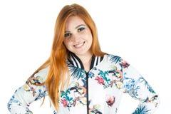 Retrato de la muchacha feliz con las manos en weari Redheaded de la muchacha de la cintura Fotos de archivo