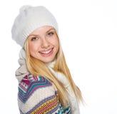 Retrato de la muchacha feliz en ropa del invierno Fotos de archivo