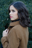 Retrato de la muchacha hermosa al aire libre Imagenes de archivo