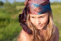 Retrato de la muchacha hermosa con el pelo largo Imágenes de archivo libres de regalías