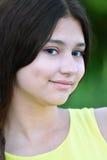 Retrato de la muchacha hermosa con el pelo negro Foto de archivo libre de regalías