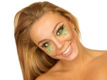 Retrato de la muchacha hermosa con maquillaje brillante Fotografía de archivo libre de regalías