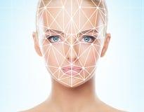 Retrato de la muchacha hermosa con una rejilla scnanning en su cara Mujer con el escáner de la identificación de la cara Verifica foto de archivo libre de regalías