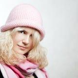 Retrato de la muchacha hermosa del whitehair en color de rosa Fotografía de archivo libre de regalías