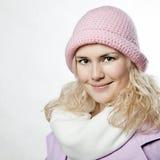 Retrato de la muchacha hermosa del whitehair en color de rosa Fotos de archivo libres de regalías