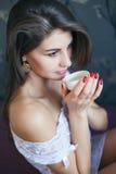 Retrato de la muchacha hermosa joven Fotos de archivo