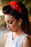 Retrato de la muchacha modela asombrosa en la puesta del sol Fotografía de archivo libre de regalías