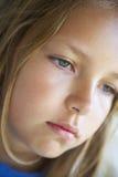 Retrato de la muchacha que mira presionado Foto de archivo libre de regalías