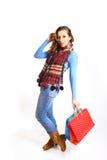 Retrato de la muchacha que presenta con los bolsos de compras aislados Imagen de archivo libre de regalías