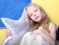 Retrato de la muchacha rubia Foto de archivo