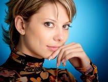 Retrato de la muchacha rubia atractiva foto de archivo libre de regalías