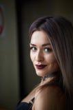 Retrato de la muchacha rubia hermosa atractiva Imágenes de archivo libres de regalías