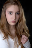Retrato de la muchacha seria con joyería Imágenes de archivo libres de regalías